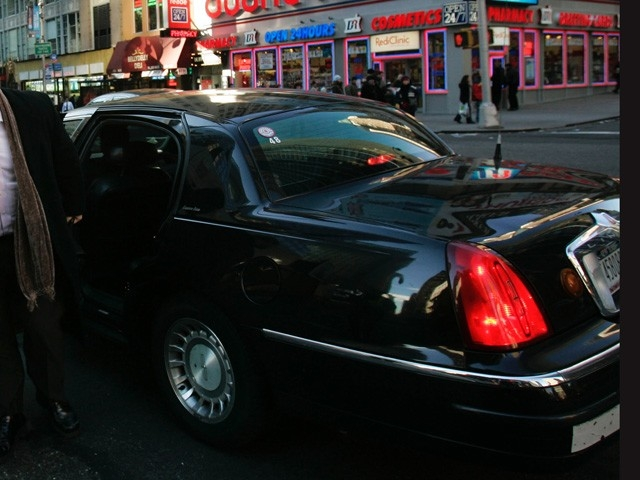 Livery Cabs will be able to pick up street hails uptown under a new plan.