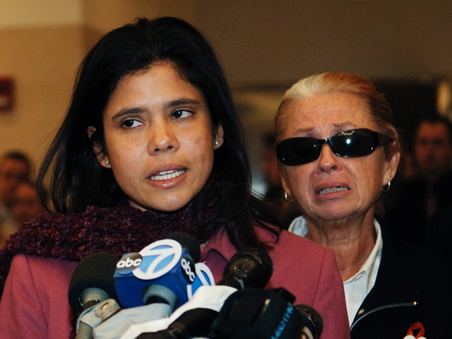Alejandra St. Guillen (L) addresses the media with her mother Maureen (R) after Darryl Littlejohn was arraigned for the murder of Imette St. Guillen, at Brooklyn Supreme Court, March 23, 2006.