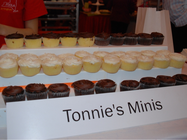 Tonnie's Minis of Harlem donated 900 cupcakes to the bake sale, benefiting the Food Bank of New York City.