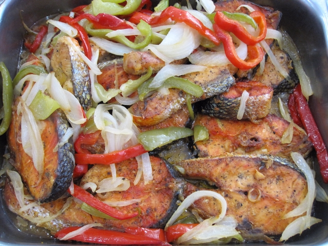 Bakes salmon cooked with onions, peppers, garlic and olive oil.