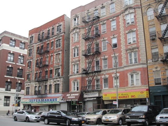 The shooting occurred on Pitt Street near the corner of Rivington Street.