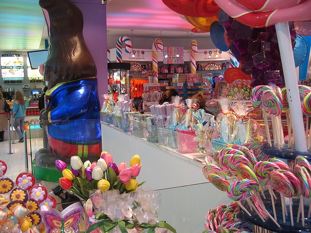 Dylan's Candy Bar Adds Cocktails to Menu