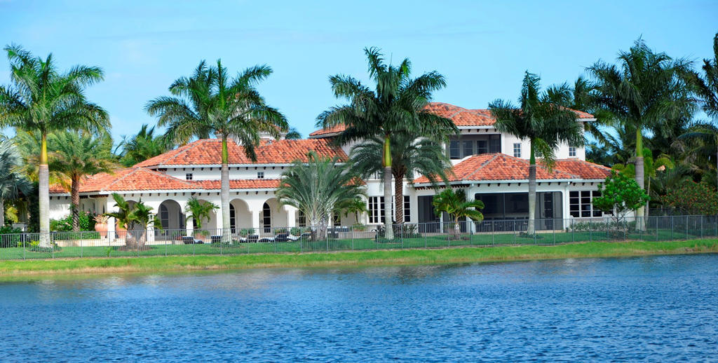 Water and golf course views, properties for sale, Lake front living with spectacular views of the golf course.
