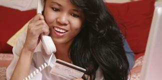 girl using credit card