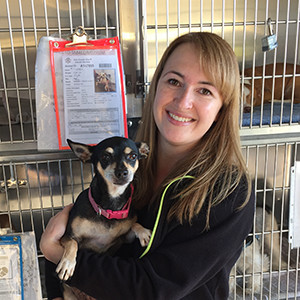 Stacy Kraus, DVM with shelter dog
