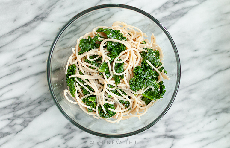 garlic parmesan kale gluten free pasta in glass bowl
