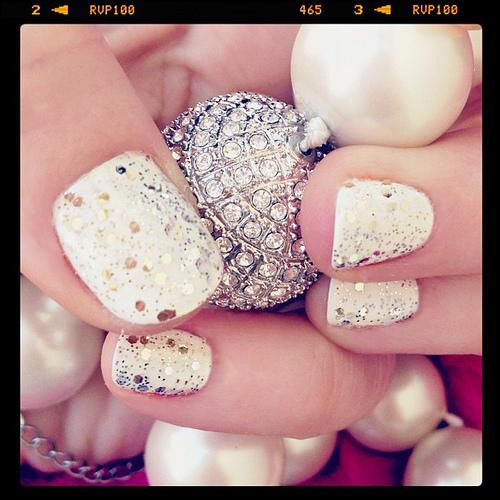 one glitter nail photo