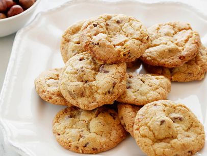 EI0709_Hazelnut-Chocolate-Chip-Cookies.jpg.rend.sni12col.landscape