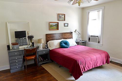 bedroom decor photo