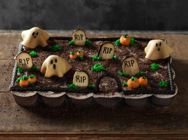 641400_Pull-Apart-Graveyard-Cupcakes_s4x3.jpg.rend.sni18col
