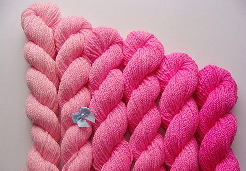 dye yarn photo
