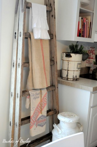 Kitchen-Towel-Vintage-Ladder