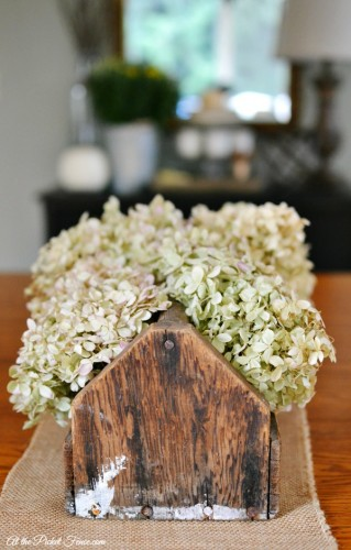 dried-hydrangeas-in-vintage-toolbox-atthepicketfence.com_