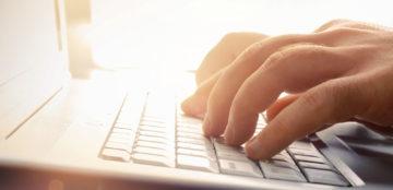 teclado-maos-digitando