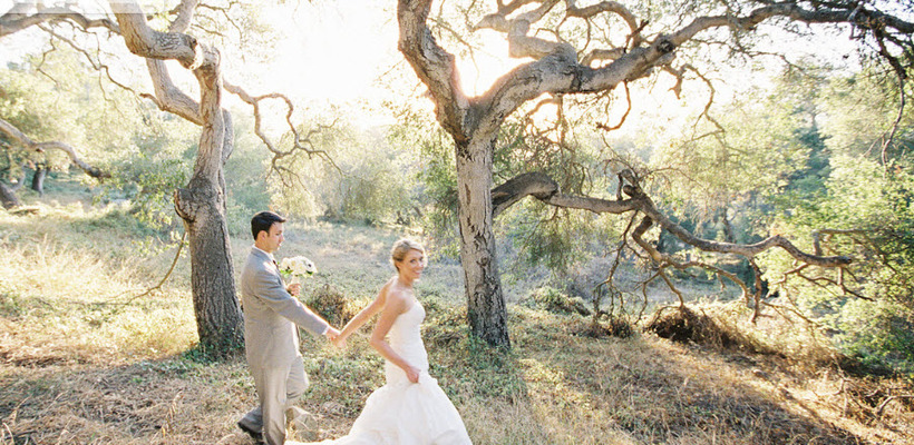 outdoor chic newlyweds in trees