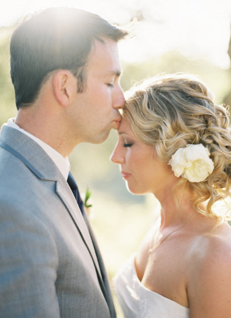 outdoor chic newlyweds kiss