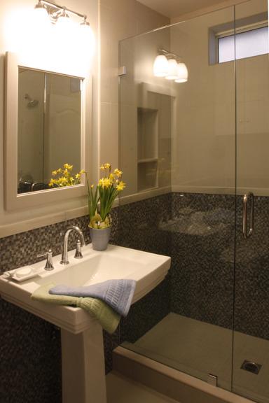 Seaview Cottage Bathroom One