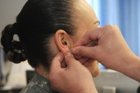 Military turns to acupuncture as alternative to prescription painkillers