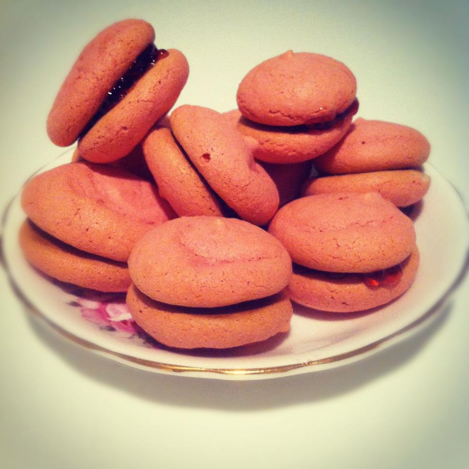 My (slightly lumpy, cracked, footless) Macarons :) - image 1 - student project