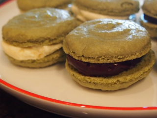 Disastrous my first macarons :( - image 8 - student project