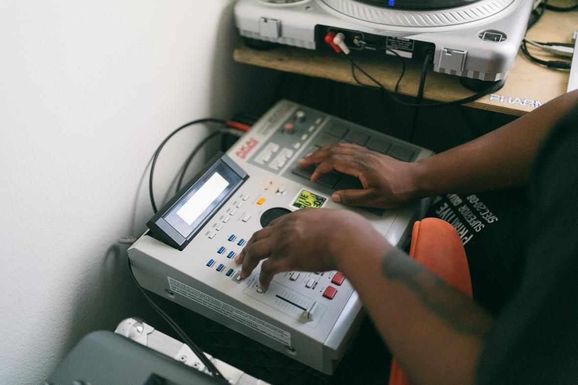 DJ Spintelect   #SupportYourAfricanDJ - image 5 - student project