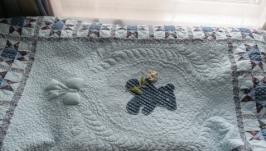 Детское одеяльце «Мишка с цветком»