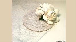Свадебная шляпка с белыми гардениями