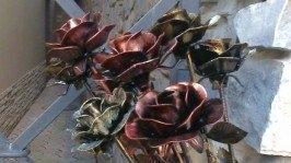 Троянди з металу Роза из металла Металева троянда