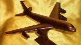 Статуэтка из дерева «Боинг-707»