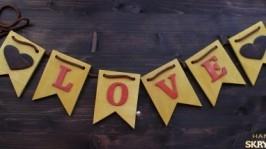 «Деревянная гирлянда Love»