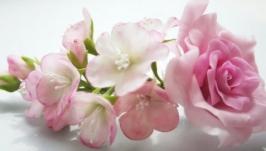 Цветочный гребень с веткой caкуры и розой