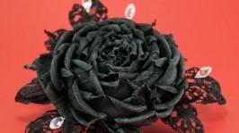 Брошь готическая с черной розой из ткани