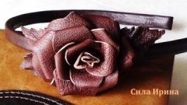 Кожаный обруч с цветком розы