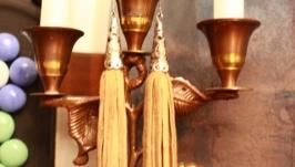 Серьги кисти из кожи замша бежевого цвета
