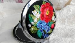 Карманное зеркало с вышивкой Весна