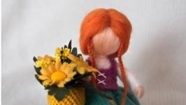 Красуня з кошиком квітів
