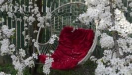 Підвісне крісло для дачного відпочинку