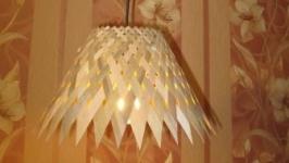 Светильник потолочный сплетенный из шпона