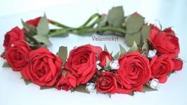 Венок из красных шифоновых роз ручной работы