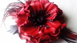 Брошь с цветком мака