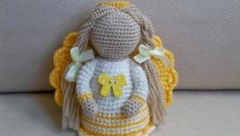 Ангелик у жовтій сукні