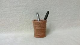 Подставка ручной работы для ручек и карандашей