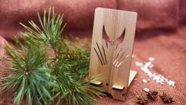 Подставка под мобильный телефон ′Росомаха′ из натурального дерева