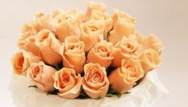 Букет роз в круглой коробке из холодного фарфора
