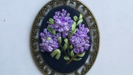 Медальон вышитый шелковыми лентами, ручная работа
