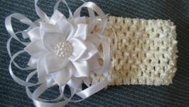 Ажурная повязка с белым цветком