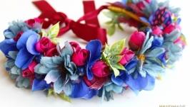 Веночек с цветами, ягодами и перьями