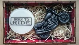 Подарок байкеру - ароматное мыло в деревянной коробке Born to ride и чоппер