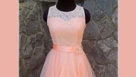 Нарядное коктейльное платье с кружевом.