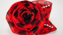 Брошь красно-черная с розой из ткани